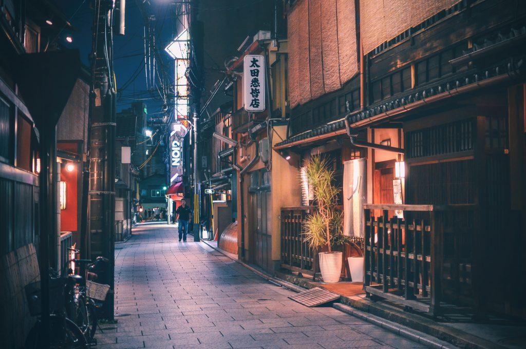 O belo e charmoso bairro Gion, em Kyoto. Foto: Creative Commons - inefekt69