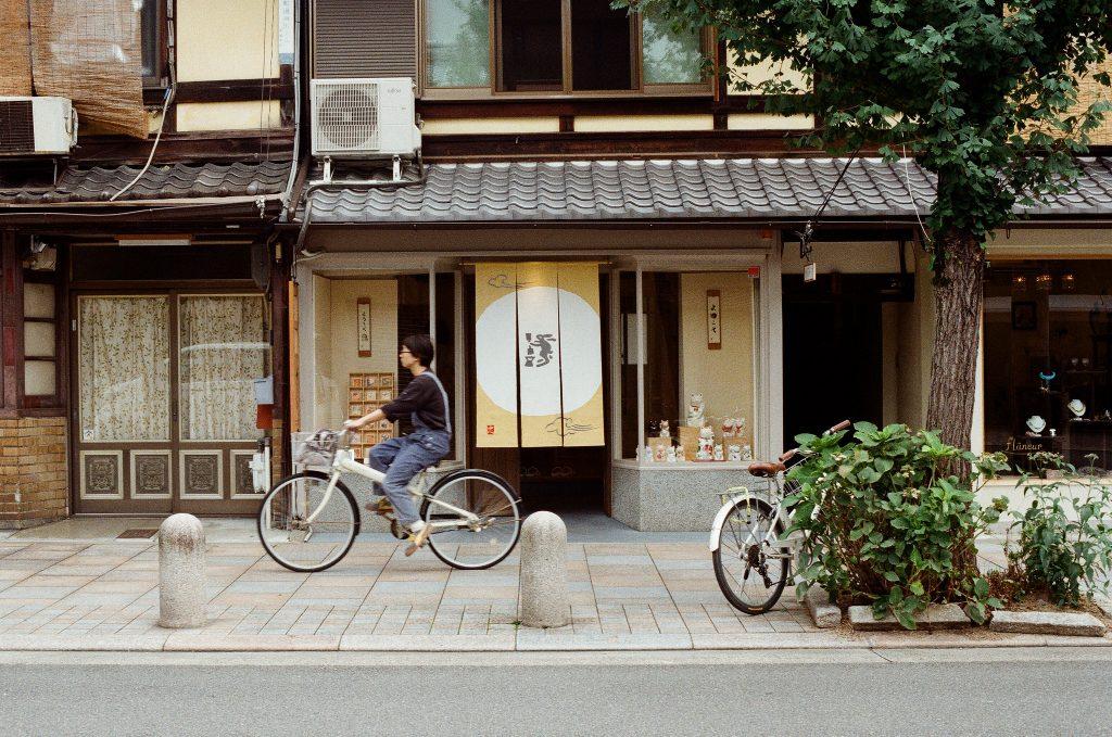 Bicicleta é uma ótima alternativa para explorar Kyoto. Foto: