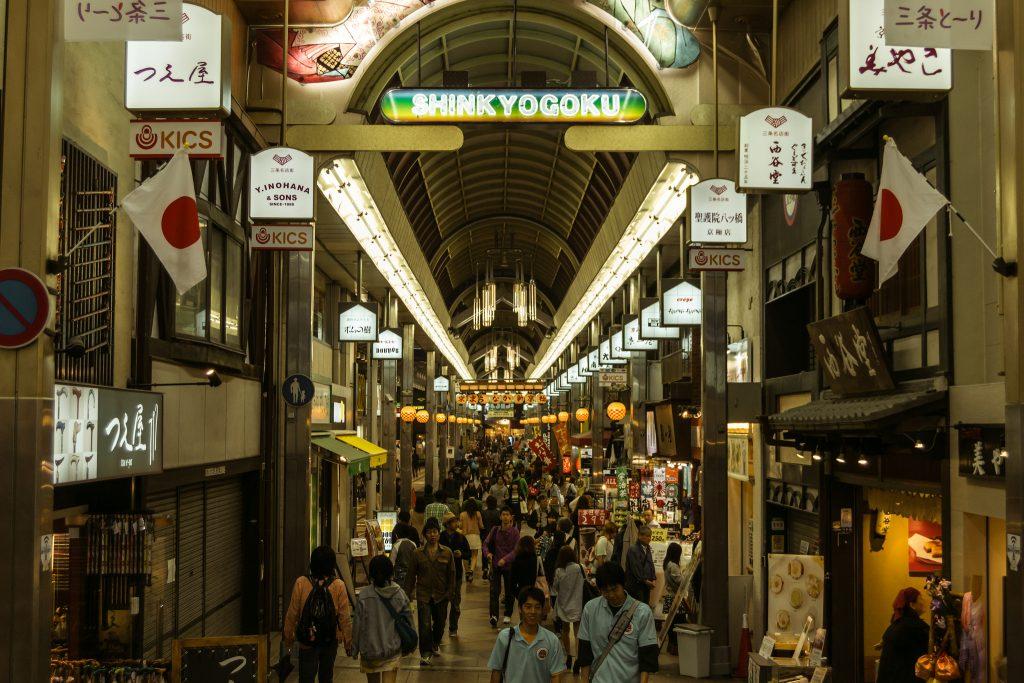 Shinkyogoku Market, Kyoto. Foto: Alexander Synaptic