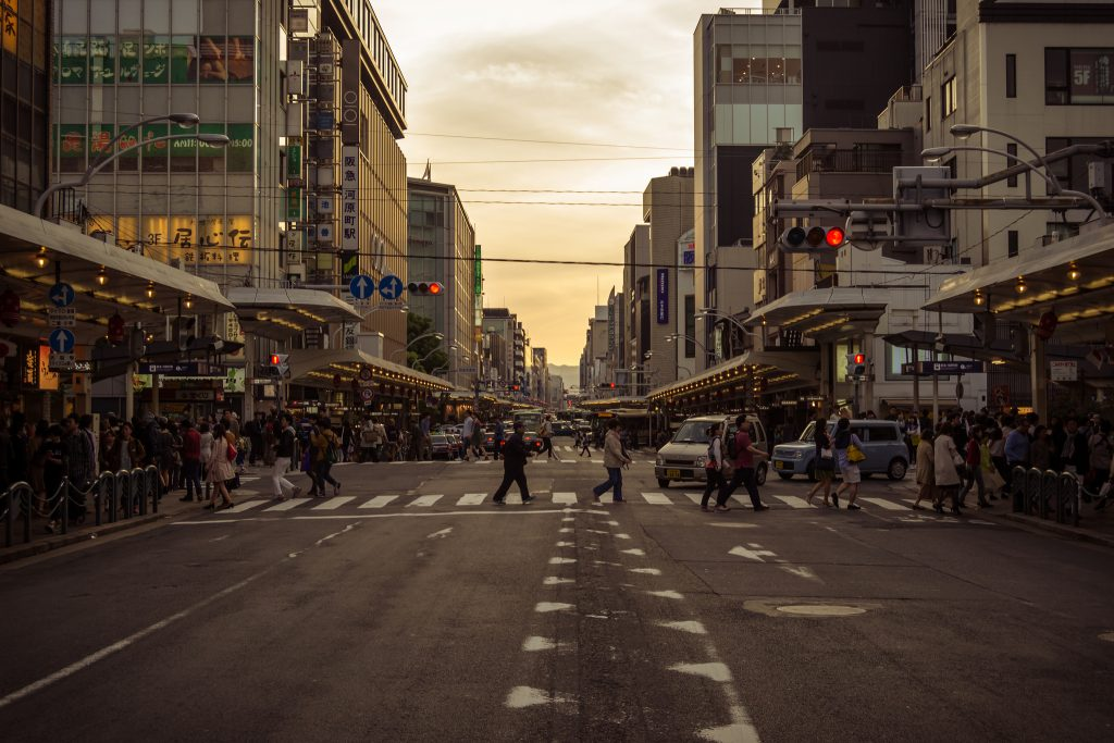 Centro de Kyoto, onde se concentram as grandes lojas internacionais e nacionais. Foto: Alexander Synaptic