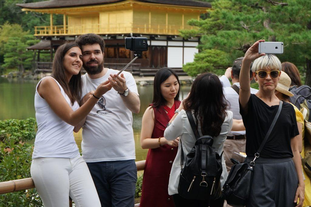 Disputando um lugar para fazer uma selfie no Templo Dourado. Foto: Ola Persson