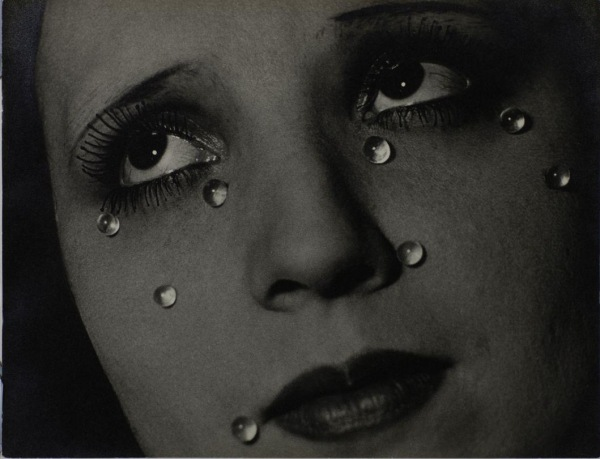 Man Ray Glass Tears (Les Larmes) 1932 The Sir Elton John Photographic Collection © Man Ray Trust/ADAGP, Paris and DACS, London 2016. http://www.tate.org.uk/whats-on/tate-modern/exhibition/radical-eye-modernist-photography-sir-elton-john-collection