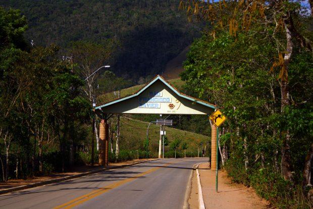 Portal de entrada da vila de São Francisco Xavier