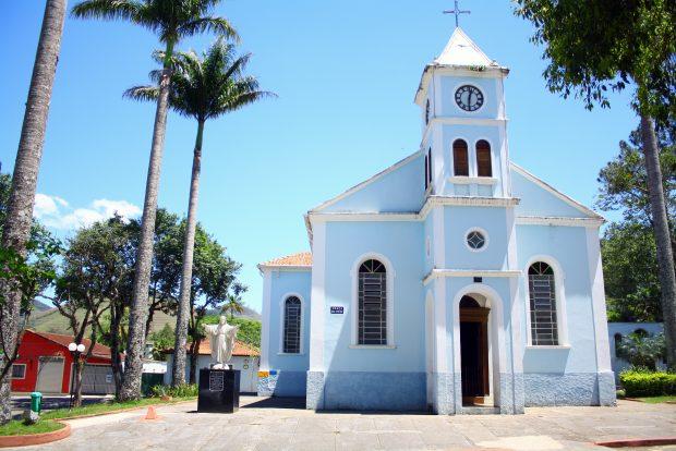 Igrejinha que fica na praça central de São Francisco Xavier