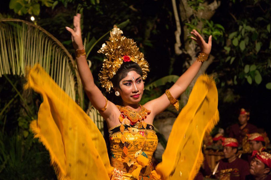 Apresentação de dança balinesa. Foto: Stefan Magdalinski