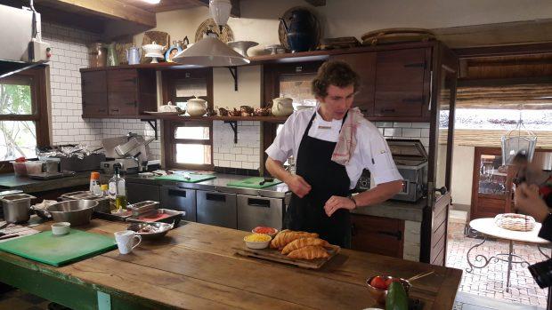 Meu novo melhor e talentoso amigo Walkin, sous chef do Singita Castleton