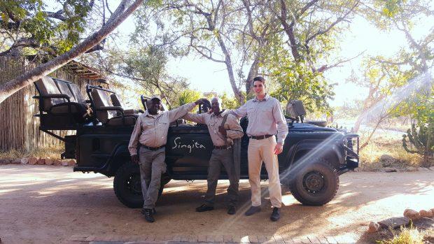 Os rangers, nossos companheiros e seguranças no safari. Foto: Jo Machado