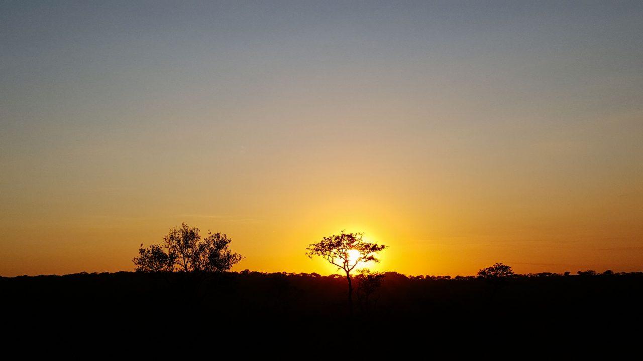 Por do sol na Kruger Park. Foto: Jo Machado