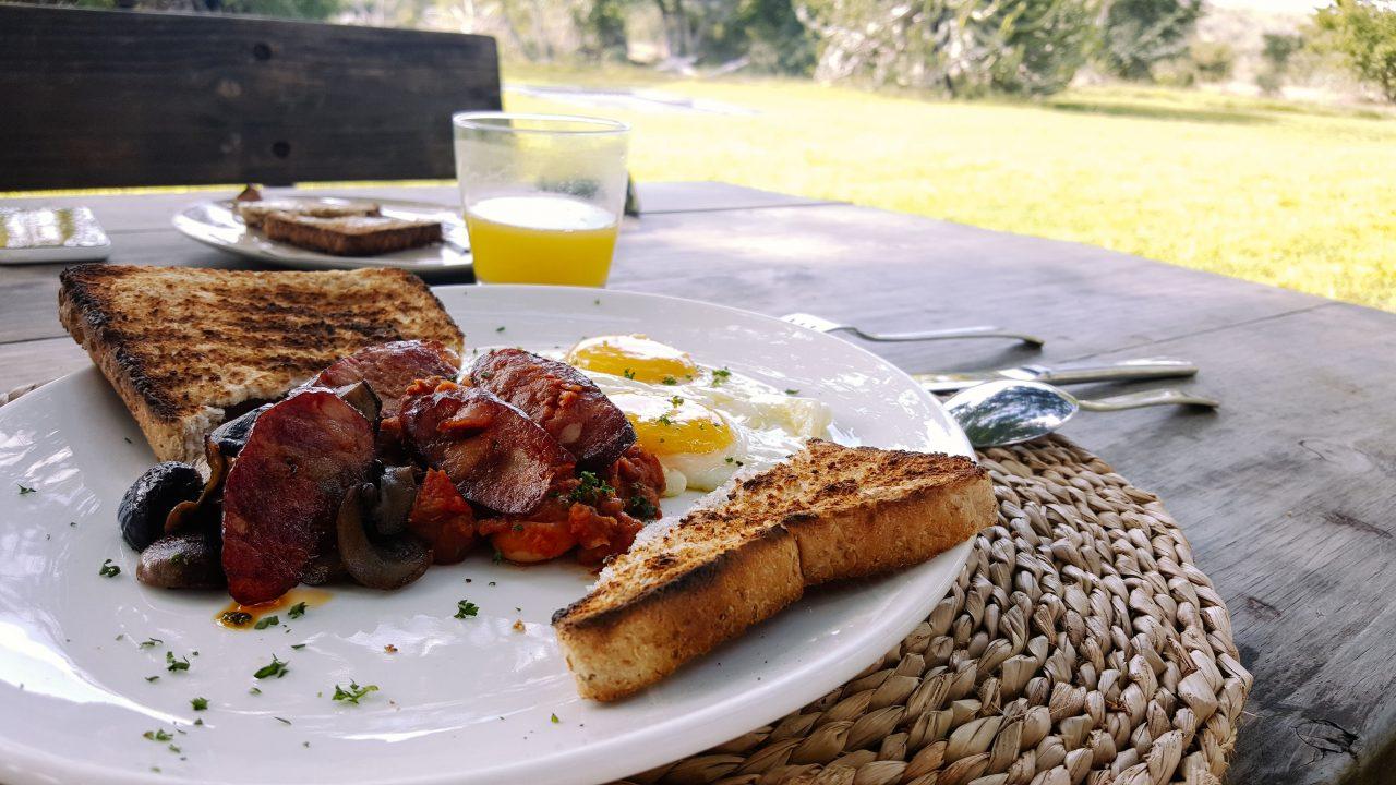 Aquele café da manhã substancioso pós safari. Foto: Jo Machado