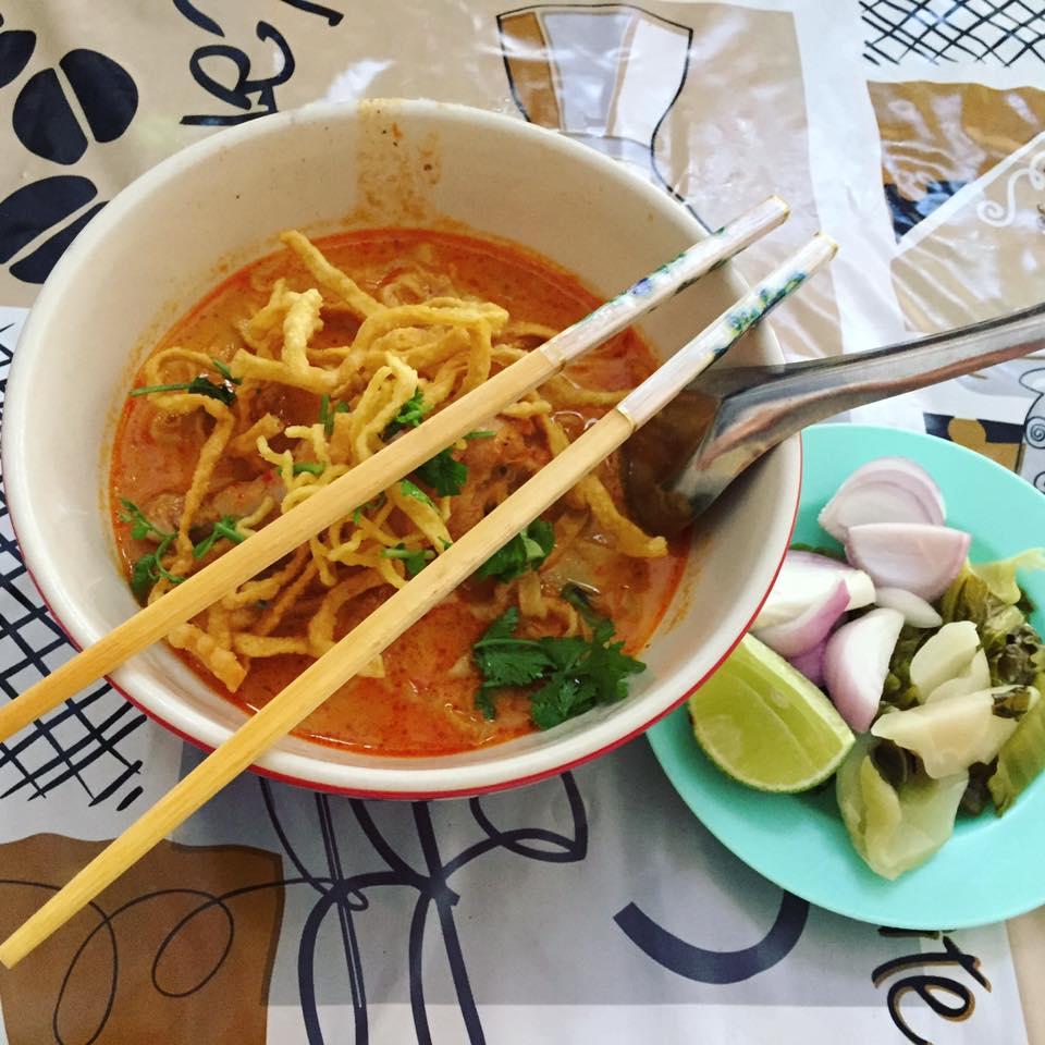 Khao Soi tailandês - Foto Lívia Aguiar