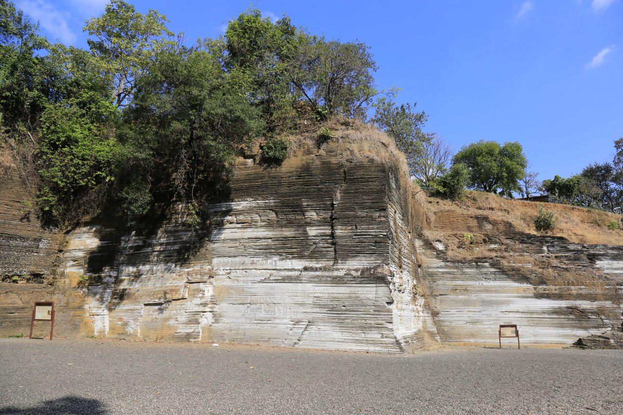 Formação rochosa Varvito em Itu 250 milhões de anos. Cada linha horizontal corresponde a um verão do degelo. A some pelos geologos são de aproximadamente 250 milhões de anos. Fotografia: Marinelson Almeida. Flickr.