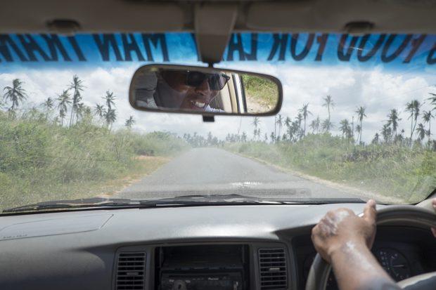 O driver JC no caminho para Tofo, Moçambique - foto: André Klotz