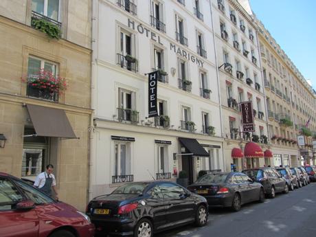 Hotel Marigny, um dos cabarés de Paris