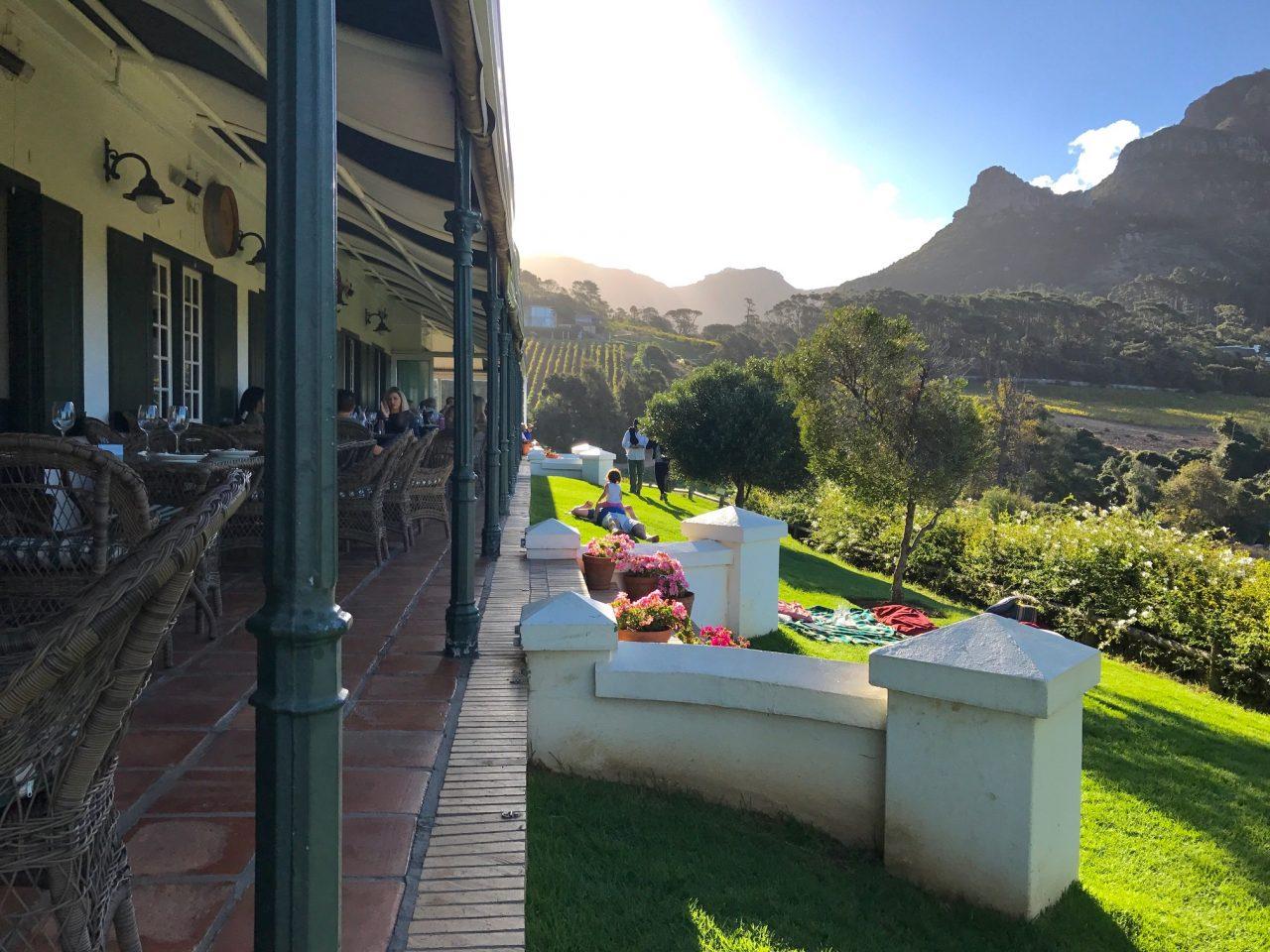 Varanda da vinícola Constantia Glen, África do Sul - foto: Renato Salles