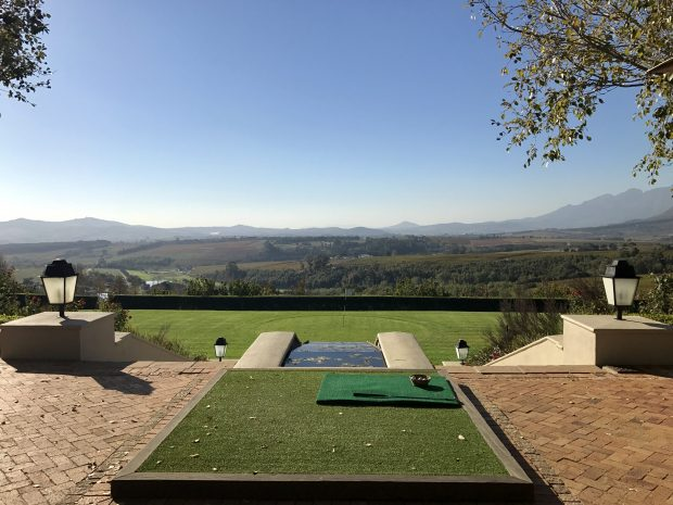 Campo para tentar um hole-in-one na Ernie Els Wines, África do Sul - foto: Renato Salles