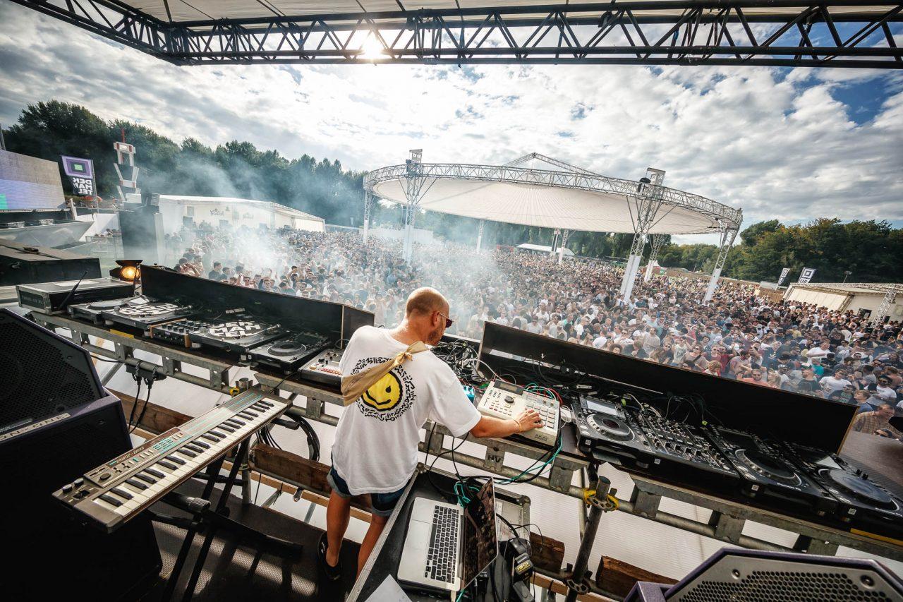 Tom Trago no palco Main - foto: Bart Heemskerk