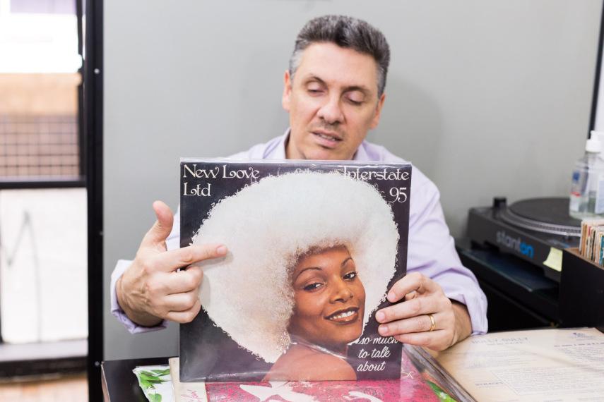 Celso, da Cel Som Discos. foto: Gabriel Quintão / Vírgula Música