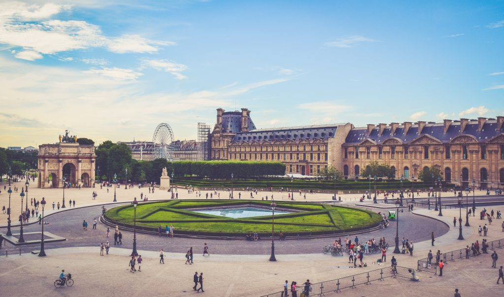 Museu do Louvre, obras roubadas