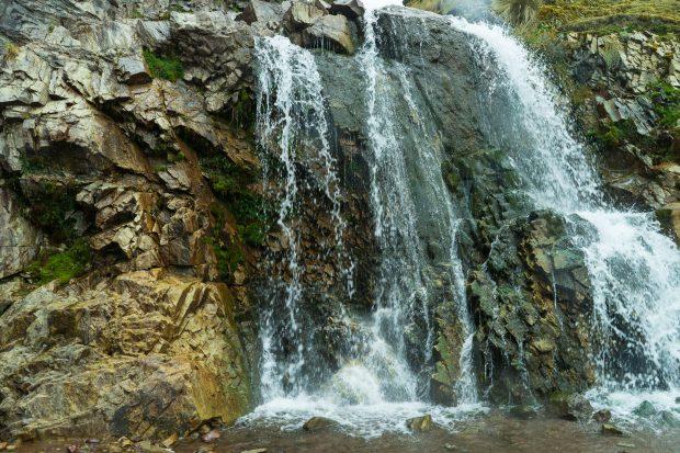 Cachoeiras e muita natureza no caminho para Coquecancha, Peru.