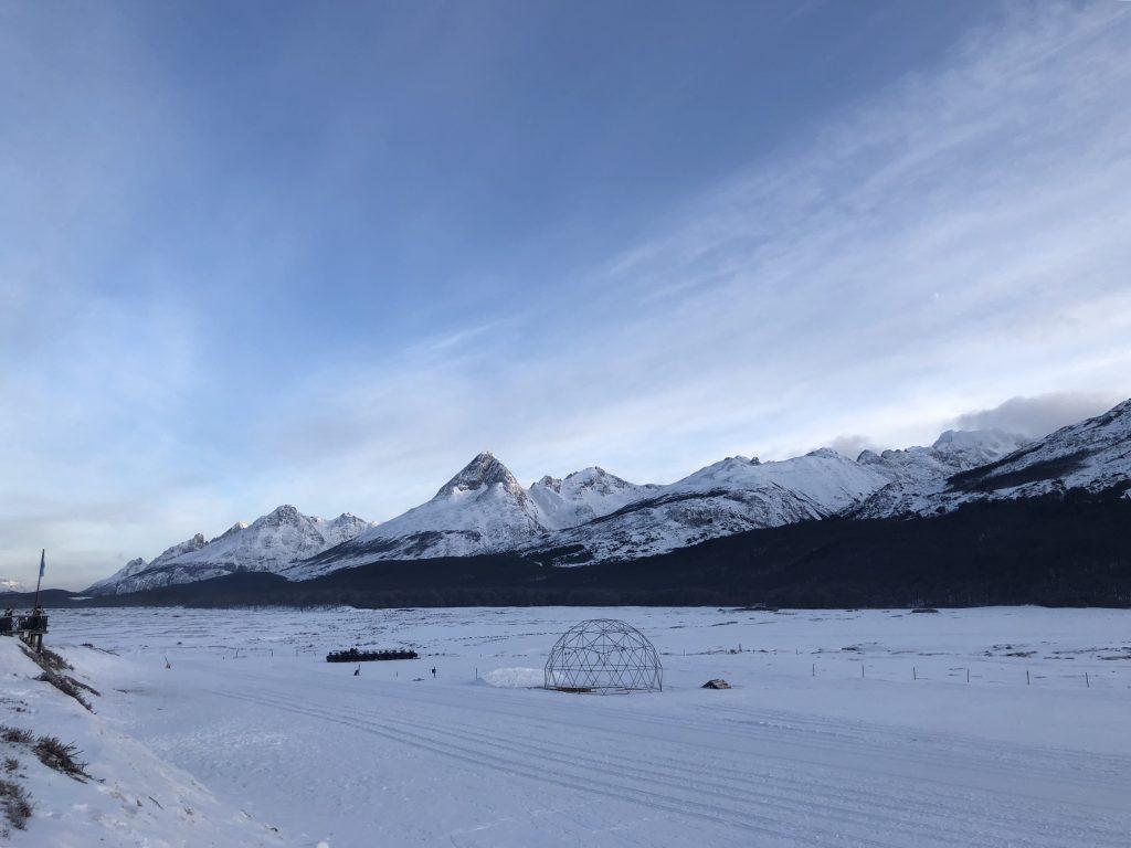 A área congelada em frente ao centro invernal, de onde saem os passeios. Foto: Lalai Persson