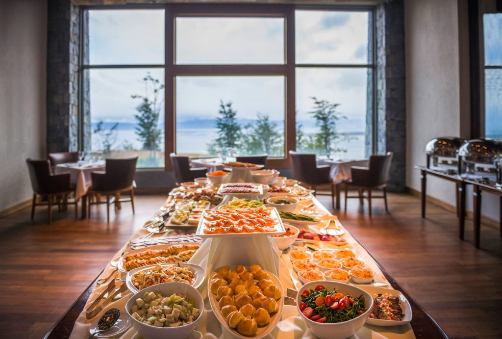 Buffet de saladas no jantar. Arakur Ushuaia. Foto: Matthew Williams-Ellis