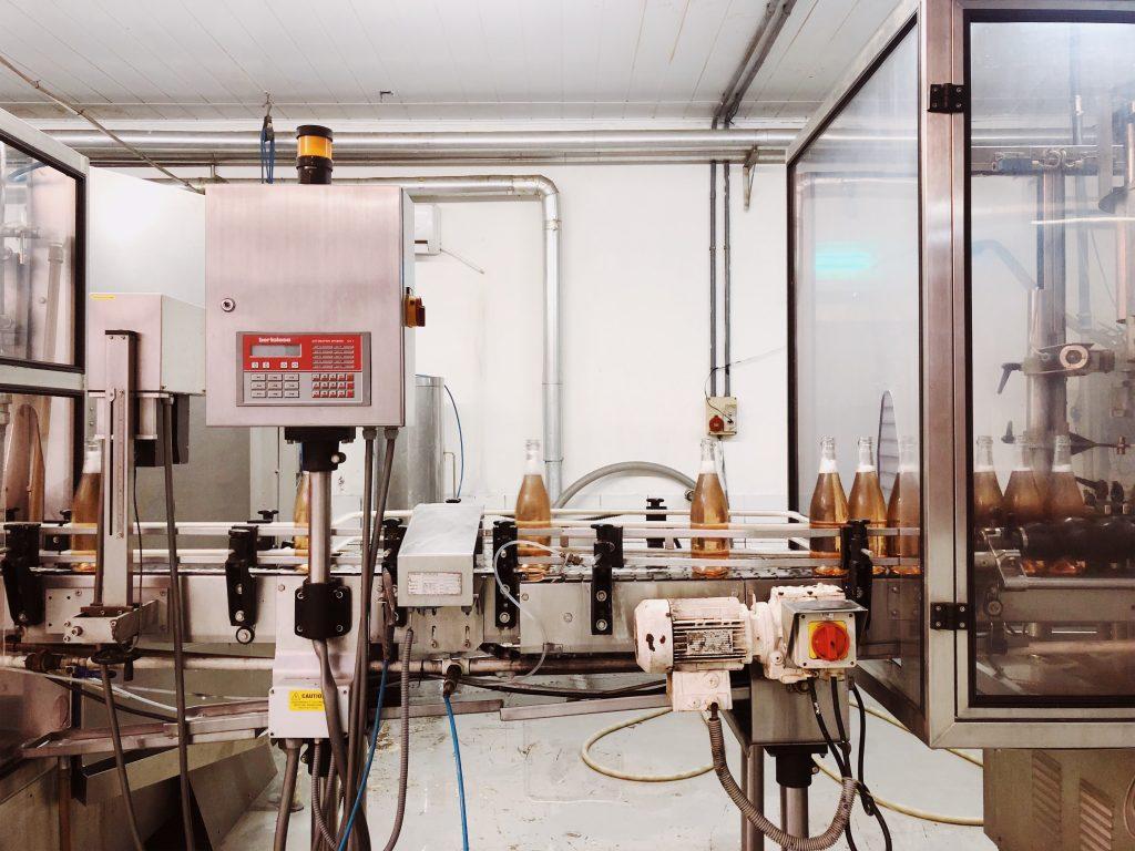Vinícola TerraNova: processo de engarrafamento do espumante. Foto: Lalai Persson