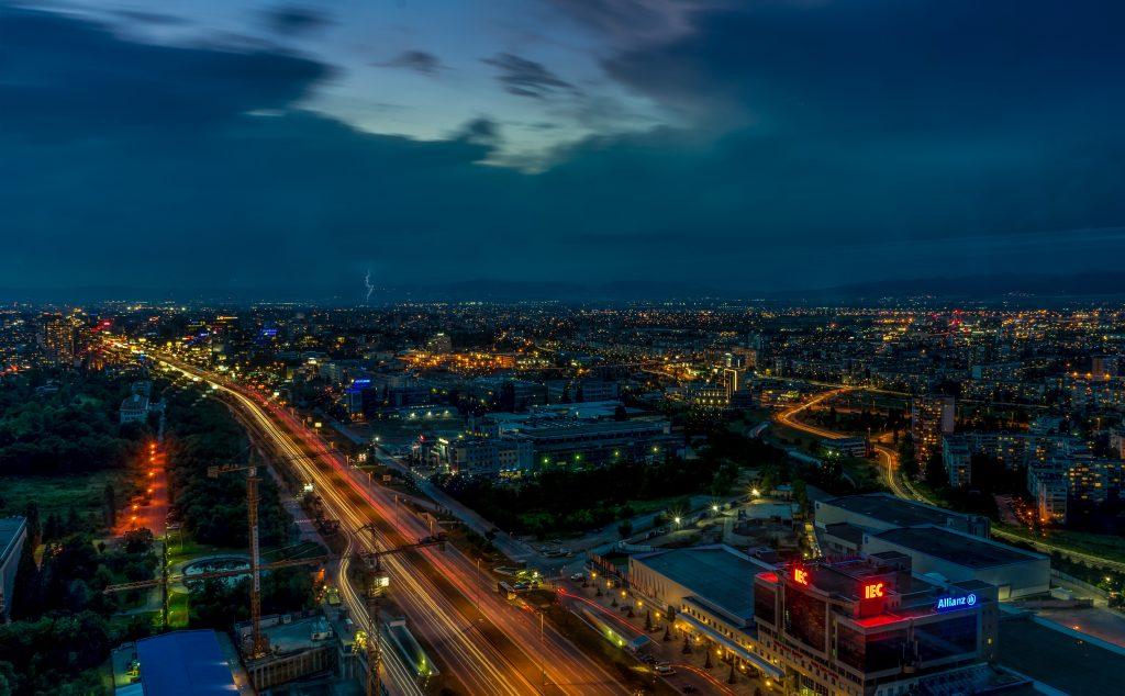 Sofia à noite. Foto: Borislav Zlatkov