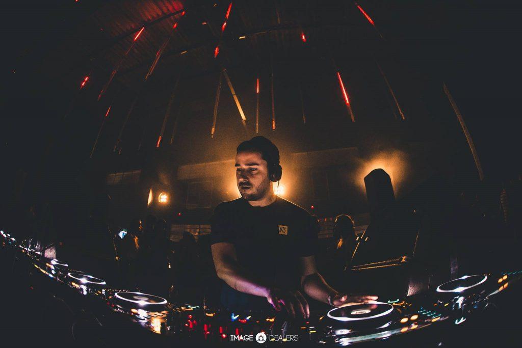 O DJ Vermelho, destaque da festa de 5 anos da Blum. Foto: Caos
