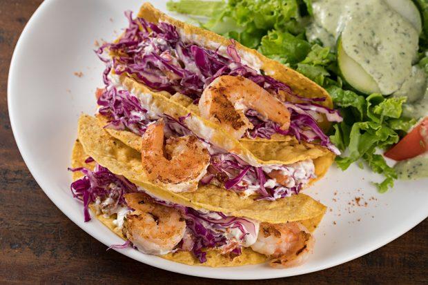 Tacos de camarão com repolho do Rota 66. Foto: Rodrigo Azevedo