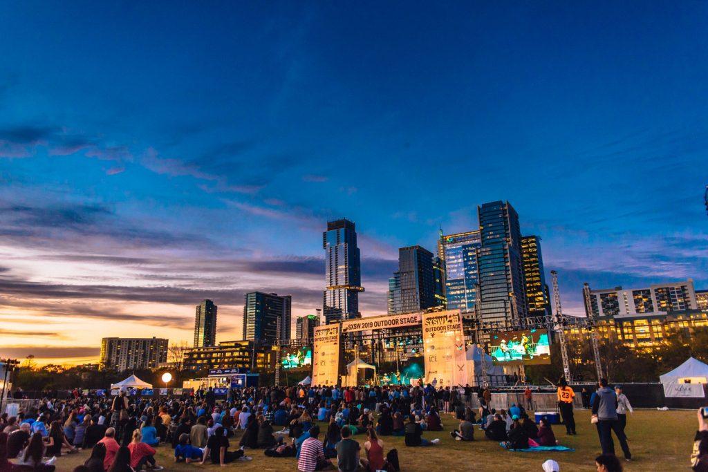 O SXSW se encerra com um grande show aberto ao público em geral no Lady Bird Lake. Foto: Jordan Hefler