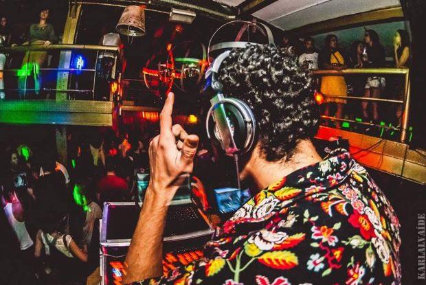 DJ Camarones. Foto: Karla Alvaíde