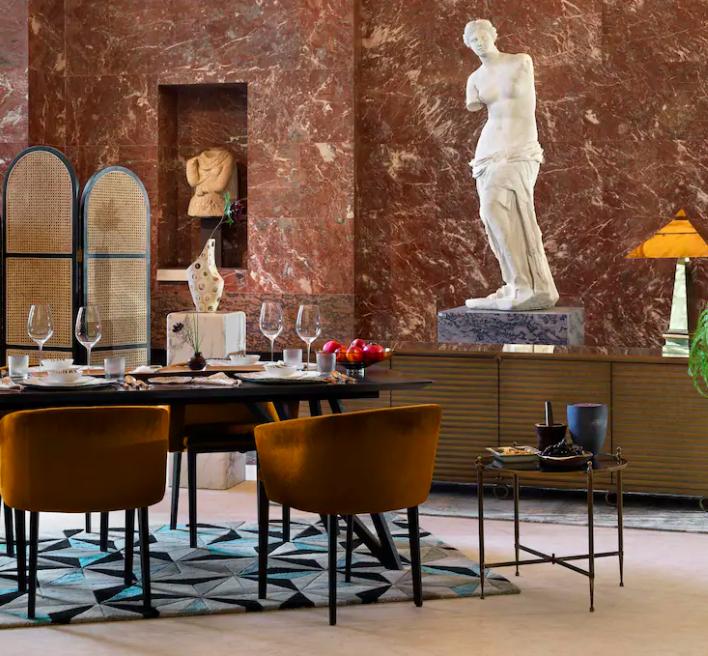 Jantando com a Vênus de Milo - Museu do Louvre