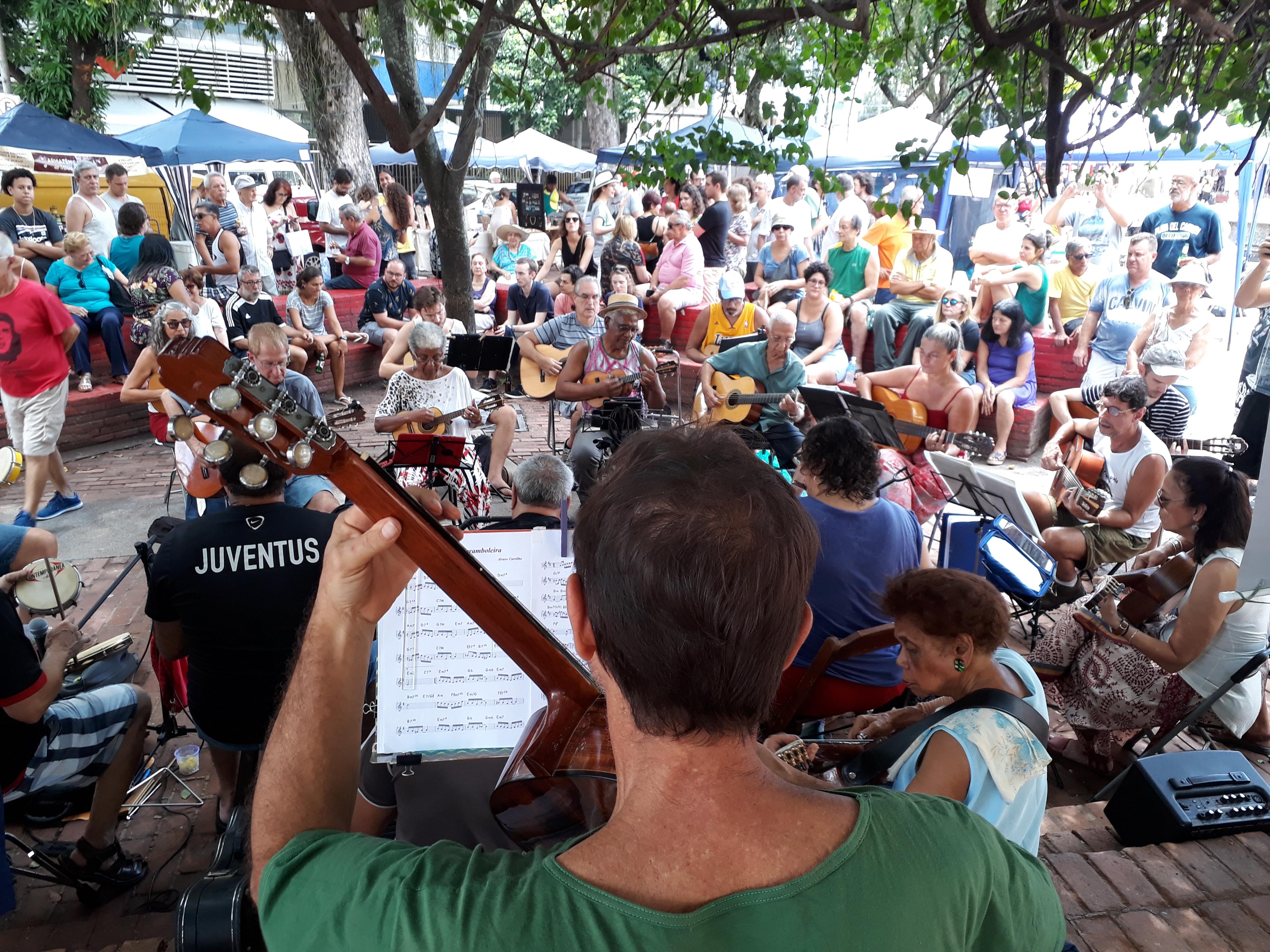 Lugares pra ouvir música ao vivo no Rio - Praça São Salvador. Foto Marina Ivo