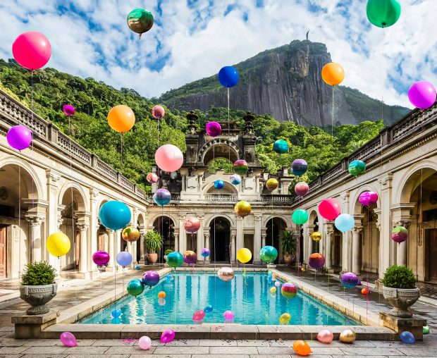 A instalação de balões de Flavia Junqueira no Parque Lage. Foto: Galeria Zipper