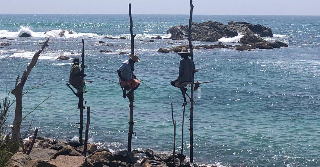 Pescadores em Midigama, uma área pouco explorada pelo turismo no Sri Lanka.
