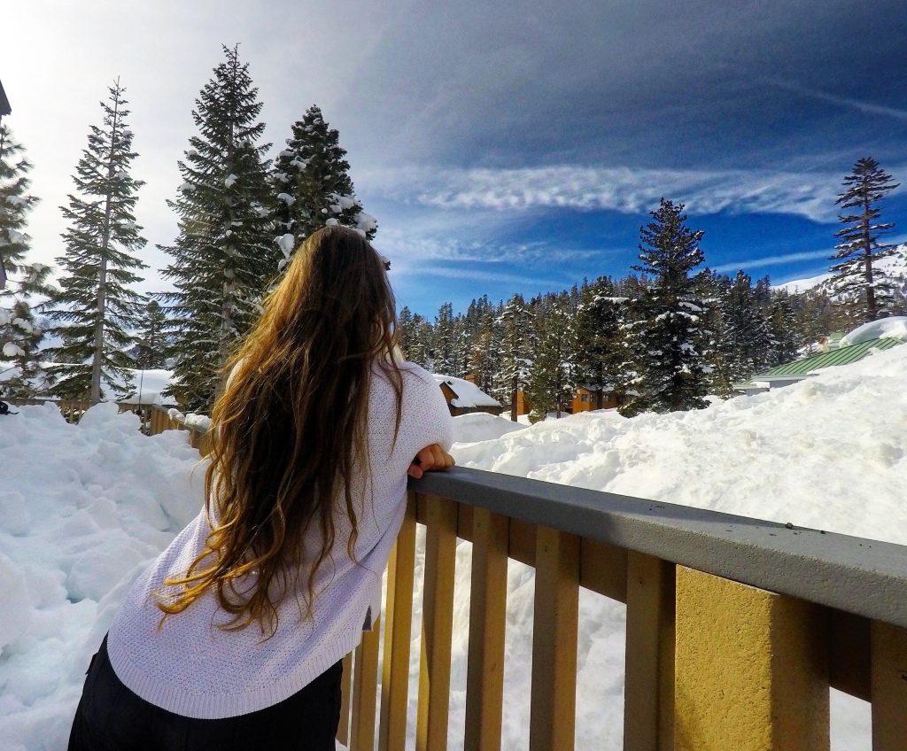 Neve e esqui nas montanhas de Mammoth Lakes, na Califórnia.