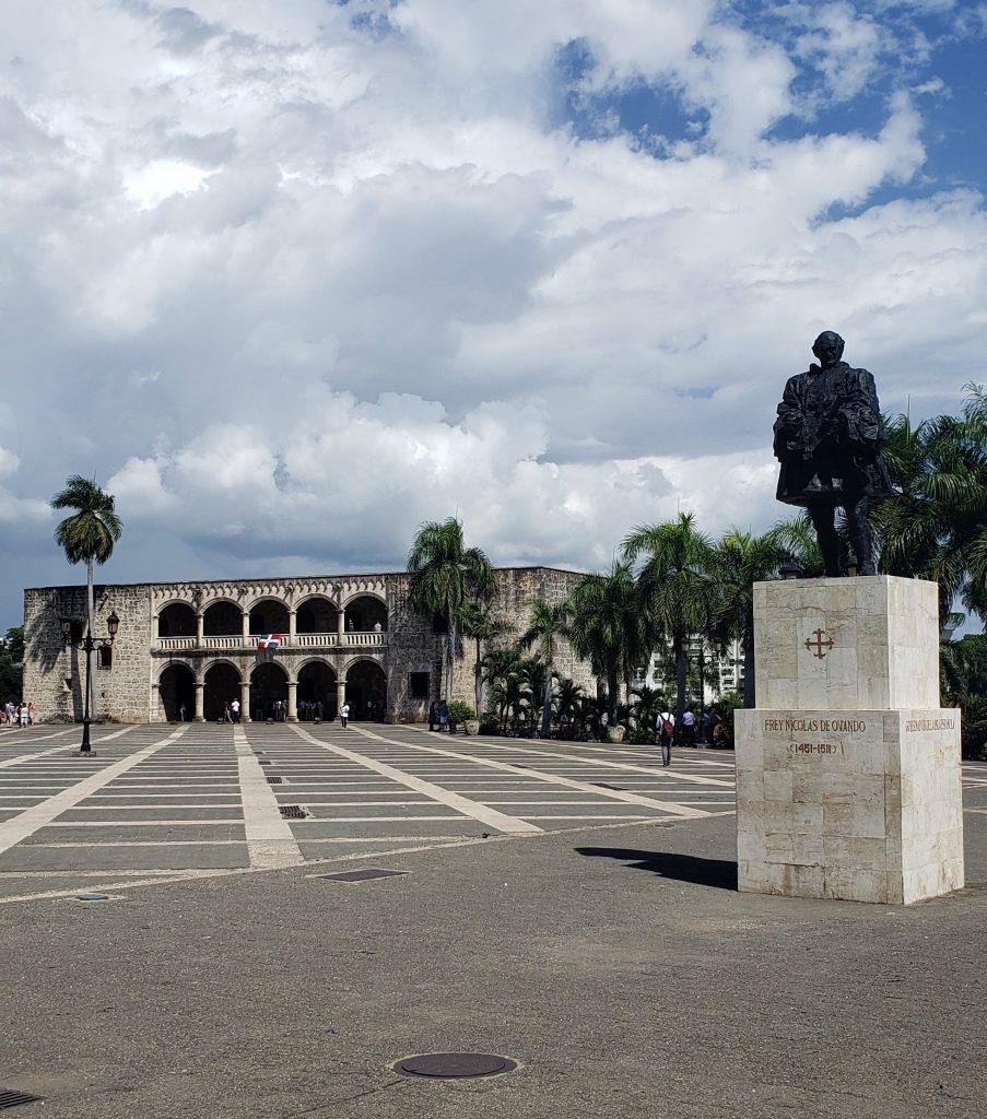 Plaza de Espanã com Alcázar do Colón ao fundo - Foto: Jo Machado