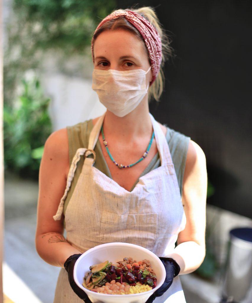 Izadora Ribeiro, do Isla Café, está à frente da Cozinha de Combate