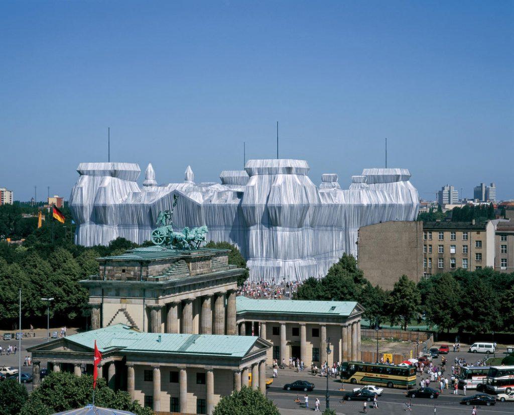 Wrapped Reichstag, obra de Christo e Jeanne-Claude em Berlim.