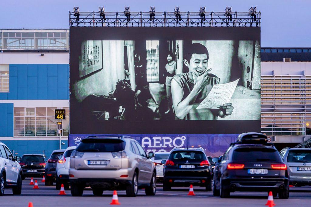 Os cinemas drine-in voltaram com tudo em vários países durante a pandemia.