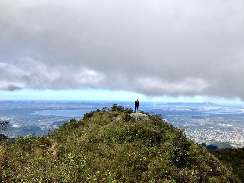 Foto do alto do Pico do Cobiçado, que fica no Parque Estadual da Serra dos Órgãos. - foto: Luciana Guilliod