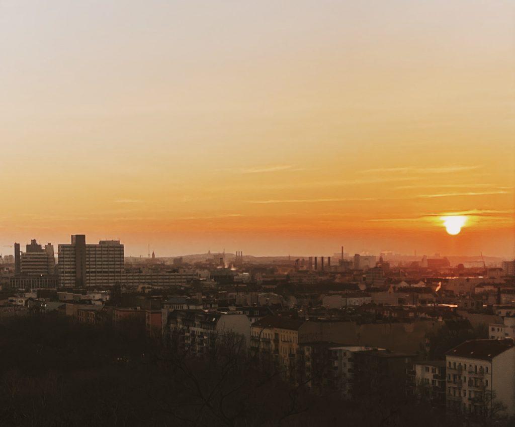 Um dos exercícios propostos no 'Caminho do Artista' é o encontro com o artista. Nesse exercício, eu fui para um dos meus lugares favoritos em Berlim para ver o por do sol - Foto: Lalai Persson