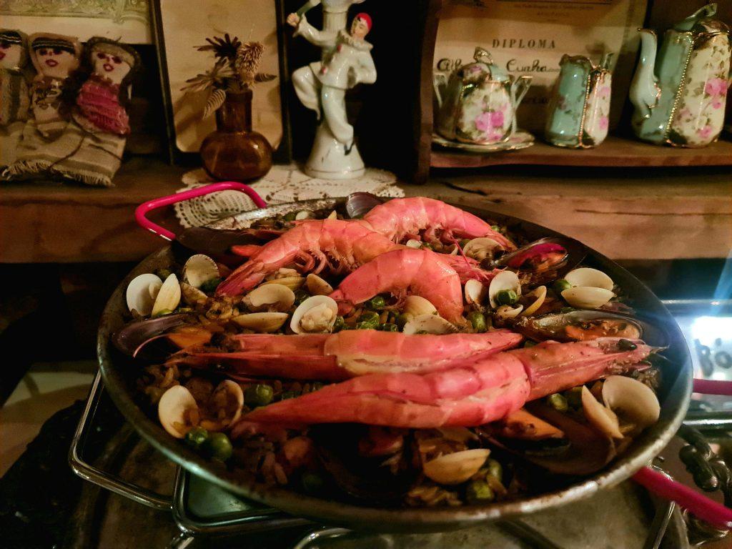 Paella Marinera é o prato principal no A-Horta