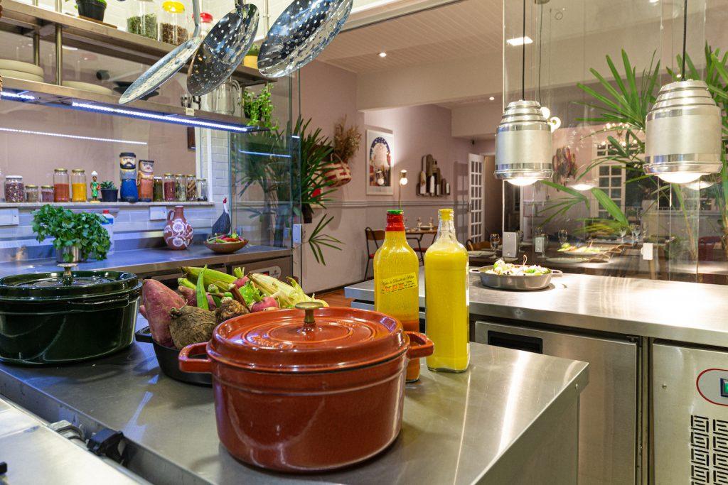 A cozinha do Portinha Artois - foto: Raphael Criscuolo