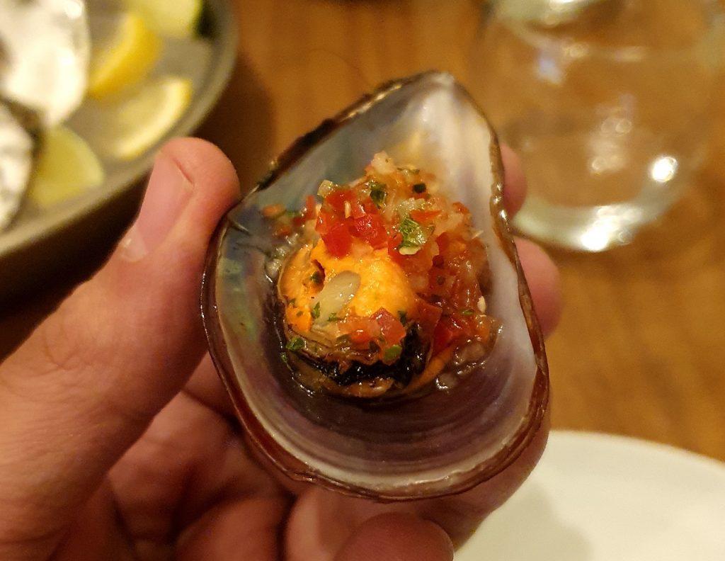 Mexilhão à vinagrete, frutos do mar frescos do Naia, nos Jardins