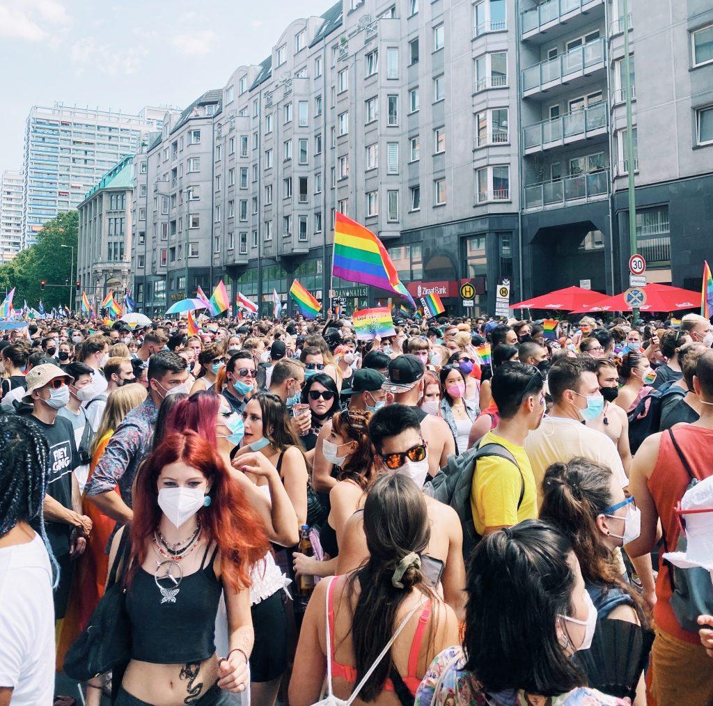 O retorno das festas em Berlim no pós-pandemia foi marcado pelo Christopher Street Day, 2021. Foto: Lalai Persson