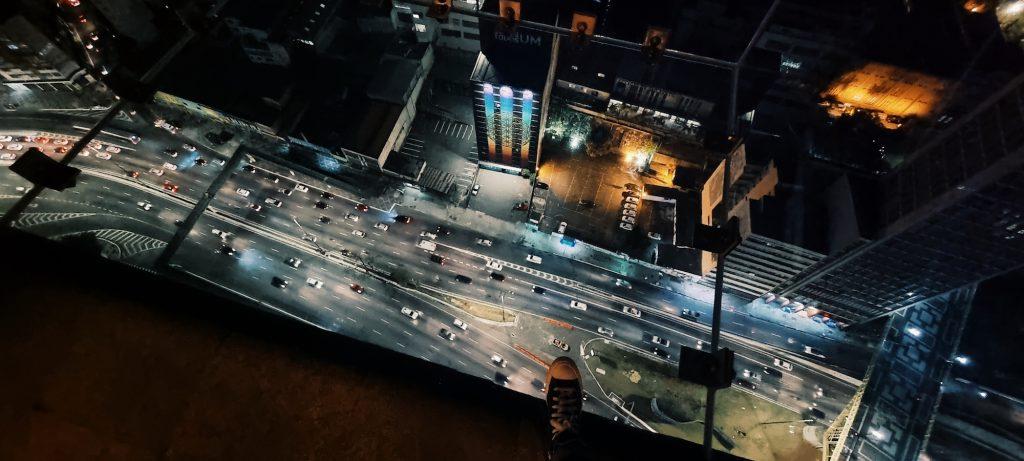 Sampa Sky, deck de vidro no edifício Mirante do Vale, em São Paulo. Foto: Renato Salles