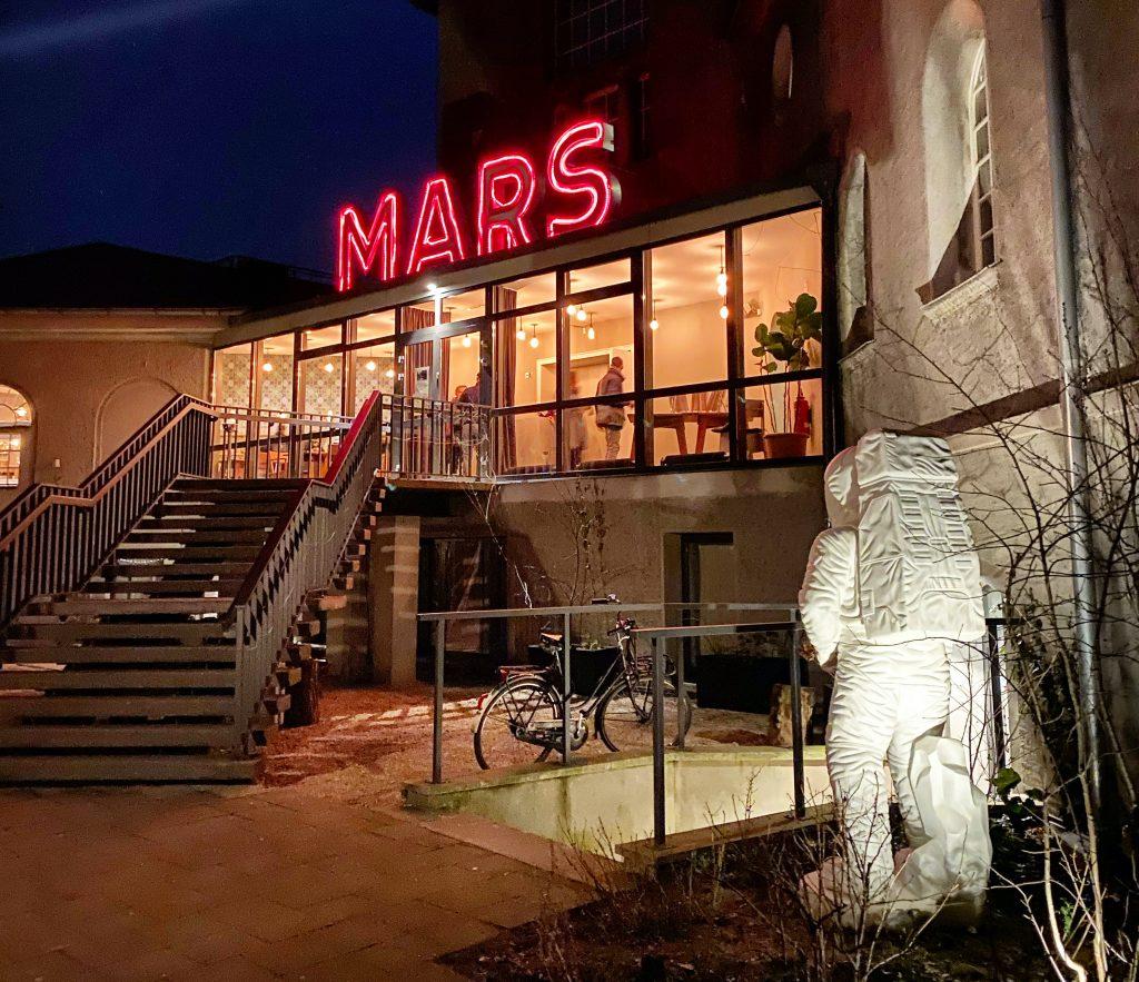 Fachada do Restaurante MARS, Silent Green. Foto: Lalai Persson