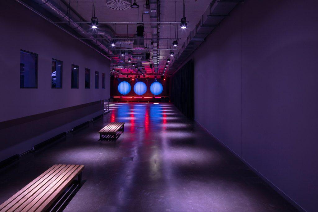 A área do bar do Betonhalle, Silent Green, Berlim. Foto: Cordia Schlegelmilch/ Divulgação