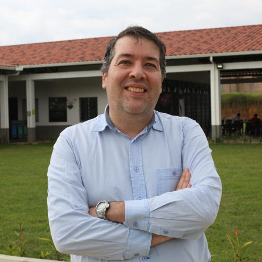 Mario<span>Fernández</span>